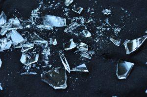 ガラスのお皿が割れた