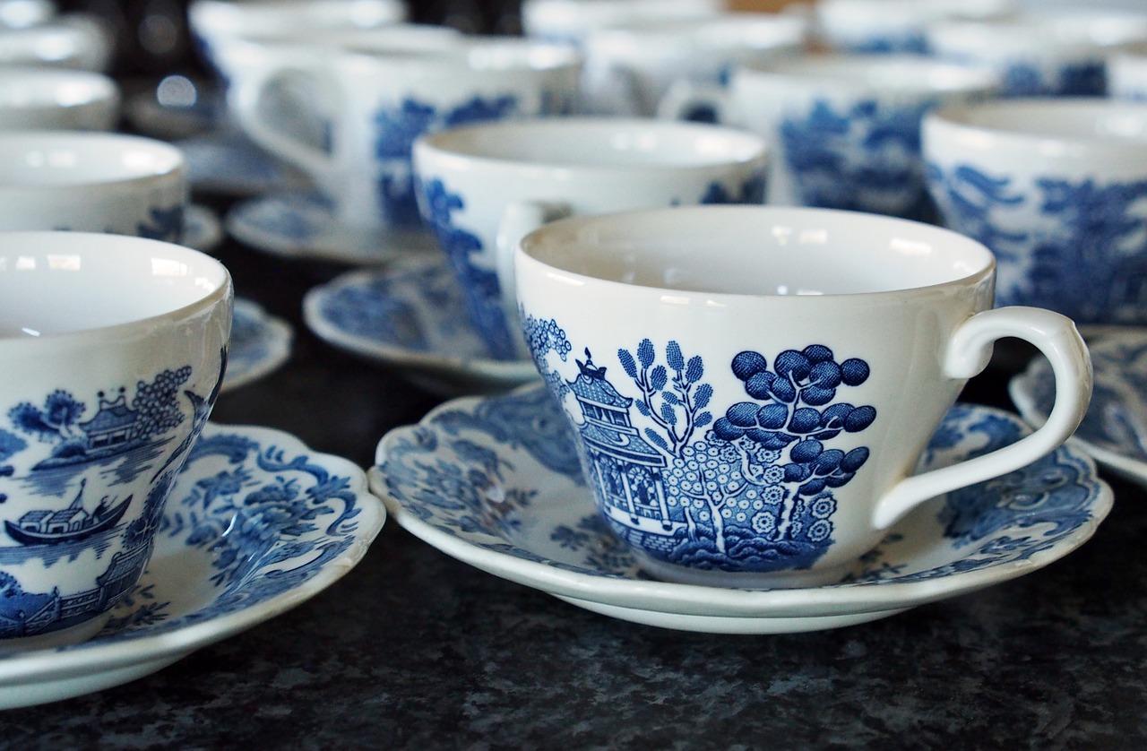 陶器ティーカップ